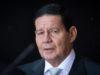 Fala de Bolsonaro não exime motorista de explicar o R$ 1,2 milhão, diz Mourão