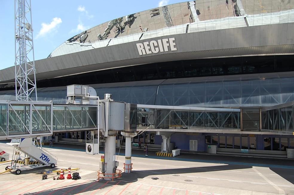 Resultado de imagem para Ameaça de bomba em avião apavora passageiros no Recife
